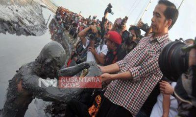 Presiden Jokowi saat menemui manusia lunpur di area semburan lumpur Lapindo. (FOTO: NUSANTARANEWS.CO)