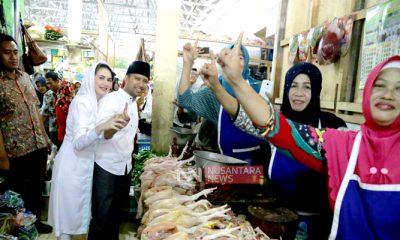 Kunjungi Kota Kelahiran SBY, Emil Dardak Janjikan Penataan Pasar Tradisional. (FOTO: NUSANTARANEWS.CO/Setya)