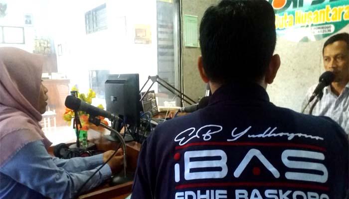 Melalui Radio, Politisi Muda Serap Aspirasi Warga Ponorogo. (NUSANTARANEWS.CO/Muh Nurcholis)
