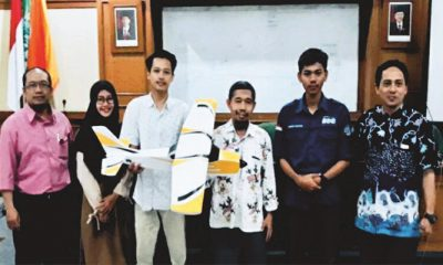 Foto Bersama: Mahasiswa Universitas Ahmad Dahlan (UAD) yang tergabung dalam kelompok Program Kreativitas Mahasiswa Karsa Cipta (PKM-KC), beserta dosen pembimbing dan pendamping penelitian, Anton Yudhana. (FOTO: NUSANTARANEWS.CO/PKM-KC)