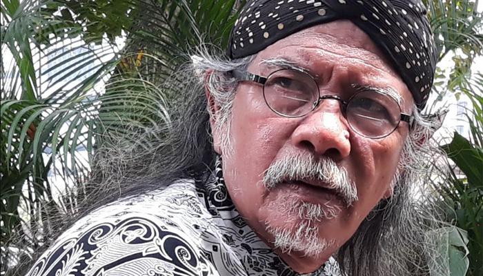 Penyair Jose Rizal Manu. (FOTO: Dok. Pribadi)