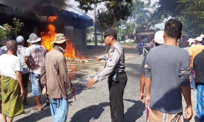 Sejumlah warga handak melakukan pemadaman api dengan alat seadanya berserta mobil pemadam kebakaran. (FOTO: NUSANTARANEWS.CO/Mahdi)