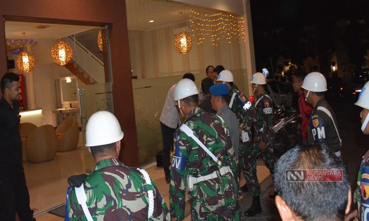 Sub Denpom V/3-2bersama Kodim 0824 dan Provost Sat TNI AD Jumat (4/5/2018) Razia Tempat Hiburan Malam di Jember