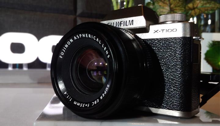 Spesifikasi dan Keunggulan Kamera Mirrorless Profesional Besutan Fujifilm. (FOTO: NUSANTARANEWS.CO/Achmad S.)