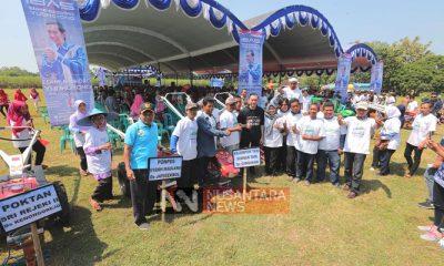 Sukses Jadi Anggota DPR RI, Ibas Serahkan Tanda Terima Kasih Kepada Petani Ngawi