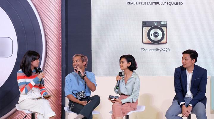 (dari ki-kanan) MC Nadya Julia berbincang dengan Gamaliel Tapiheru, Eva Celia, dan Johanes J. Rampi pada acara peluncuran Fujifilm instax SQUARE SQ6. (FOTO: ISTIMEWA/FALENCIA)