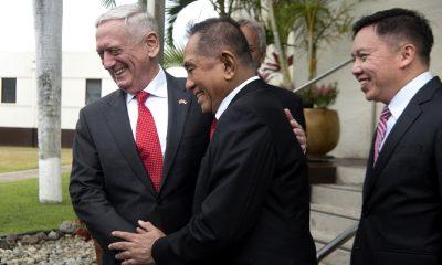 Menteri Pertahanan Amerika Serikat James N Mattis dan Menteri Pertahanan RI Ryamizard Ryacudu bertemu di Hawaii pada 29 Mei 2018. (DoD photo by Tech Sgt. Vernon Young Jr)