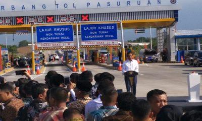 Presiden Joko Widodo dan Menteri PUPR Basuki Hadi Muljono meresmikan jalan tol Trans Jakarta, Jumat (22/6). (Foto: Istimewa)
