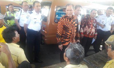Bambang Haryo saat sidak di terminal joyoboyo surabaya. (FOTO: NUSANTARANEWS.CO/Setya)