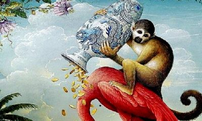 Bangsa Kera menuangkan emas sambil menunggangi seekor burung. (Lukisan: Fine Art America)