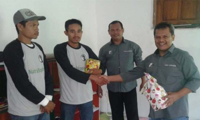 Forum Komunikasi Doa Bangsa atau FKDB menyerahkan bantuan kepada Mitra UMKM Bursa Tani (Foto Credit)