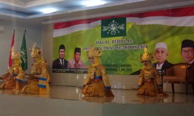 PMII Unila persembahkan Sigeh Pangunten Tarian khas Lampung yang digunakan dalam penyambutan tamu di Bumi Rua Jurai. (FOTO: NUSANTARANEWS.CO/RFz)