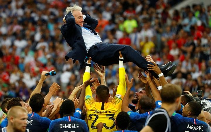 Pelatih timnas Prancis, Didier Deschamps Diunjuk. (FOTO: REUTERS/Kai Pfaffenbach)