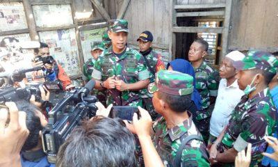 Prajurit TNI AD Rehab Rumah Lalu Muhammad Zohri di Dusun Karang Pengsor Kecamatan Pemenang Kabupaten Lombok Utara. (FOTO: NUSANTARANEWS.CO/Singgih Pambudi Arinto)