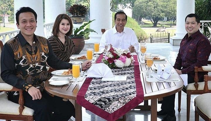 Presiden Joko Widodo (Jokowi) bersama tiga Ketua Umum Partai Politi (parpol) koalisi yakni Ketua Umum Partai Keadilan dan Persatuan Indonesia (PKPI) Diaz Hendropriyono, Ketua Umum Partai Solidaritas Indonesia (PSI) Grace Natalie dan Ketua Umum Partai Persatuan Indonesia (Perindo) Harry Tanoesodibjo ke Istana Bobor, Jawa Barat, Sabtu (18/7/2018) siang. (FOTO: Istimewa)
