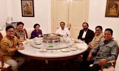 Presiden Joko Widodo bersama Ketua Umum Partai pendukungnya, yaitu; Megawati Soekarnoputri (Ketum PDI-P), Airlangga Hartarto (Ketum Partai Golkar), Muhaimin Iskandar (Ketum PKB), Surya Paloh (Ketum Partai Nasdem), Muhammad Romahurmuziy (Ketum PPP), dan Oesman Sapta Odang (Ketum Partai Hanura) di Istana Kepresidenan Bogor, Senin, 23 Juli 2018. (FOTO: Istimewa)