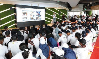 Menteri BUMN RI Rini Soemarno secara resmi melepas 150 siswa Program Siswa Mengenal Nusantara di area Telkom Landmark Tower Jakarta (10/8). Pelepasan peserta yang bertajuk Inspiration Day ini, merupakan titik awal bagi para peserta untuk mulai menjalankan kegiatan pertukaran pelajar ke berbagai provinsi di Indonesia. (Foto: Istimewa)