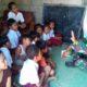 Pelda M Soleh Ketika Mengajar di Salah Satu Rumah Warga. (FOTO: NUSANTARANEWS.CO/Prasetya)
