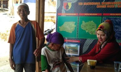 Masyarakat Durin Timur Bangkalan, Terima Pengobatan Gratis dari Satgas TMMD. (FOTO: NUSANTARANEWS,CO/Agung Prasetyo Budi)