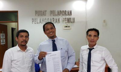 Anggota FARA, Rubby Cahyady dan TIMnya di Kantor Pusat Pelaporan Pelanggaran Pemilu. (FOTO: NUSANTARANEWS.CO/FARA)