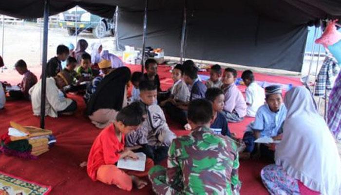 Batalyon Arhanud 16/SBC Divif 3 Kostrad membuka Taman Pendidikan Al-Qur'an di Camp Pengungsian (Foto Istimewa)
