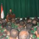 anrem 083 Baladhika Jaya di hadapan para prajurit bintara dan tamtama. (FOTO: NUSANTARANEWS.CO/Prasetya)