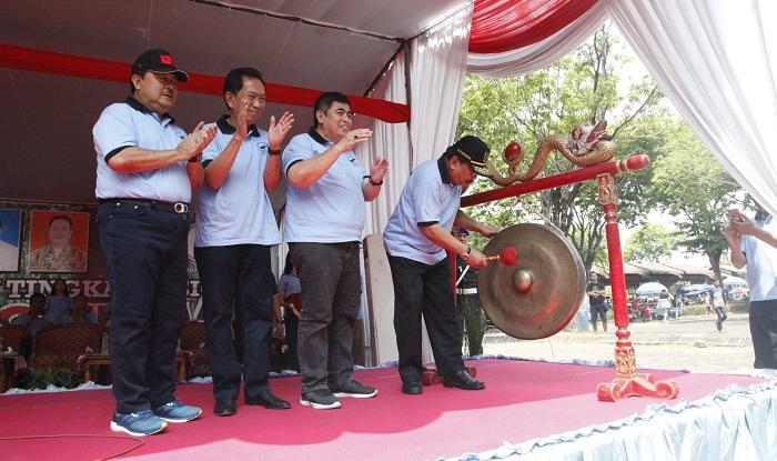 Pakde Karwo membuka acara Pakde Karwo Cup. (FOTO: NUSANTARANEWS.CO/Setya)