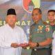 Penyerahan Bantuan yayasan Haji Cheng Hoo untuk korban bencana alam di Indonesia melalui Kodam Brawijaya. (FOTO: NUSANTARANEWS.CO/Pendam v/brawijaya)