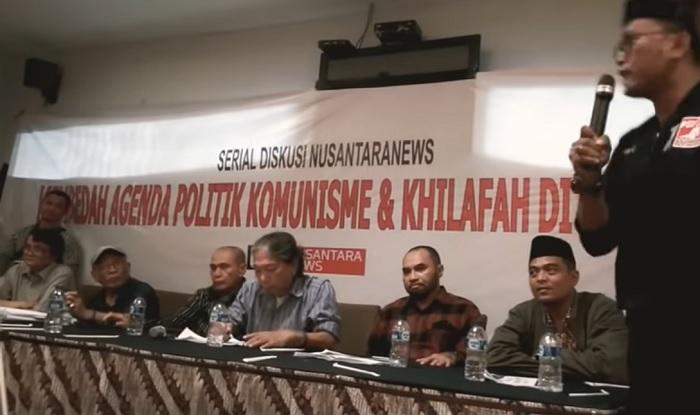 Komandan Densus 99 Banser H Nuruzzaman (Memakai Kopyah Hitam) dalam Serial Diskusi nusantaranews - Membedah Agenda Politik Komunisme dan Khilafah di Pilpres 2019. (FOTO: NUSANTARANEWS.CO)