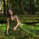 Bersama Kenangan aku masuk ke dalam Hutan. (FOTO: Tsjechisch fotograaf Karolina Ryvolova)