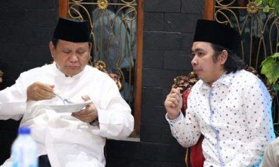Ketua devisi bidang kepesantrenan BPP Jatim Mohammad Fawaid bersama Capres no 02 Prabowo Subianto. (FOTO: NUSANTARANEWS.CO/Setya)