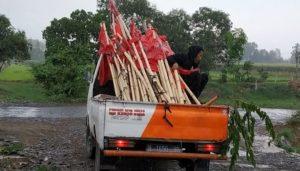 Panwas Pemilu Kecamatan Gemuh, Kabupaten Kendal, Jawa Tengah tertibkan Ratusan Alat Peraga Kampanye (APK) partai politik yang menganggu fasilitas publik. (Foto: Istimewa)