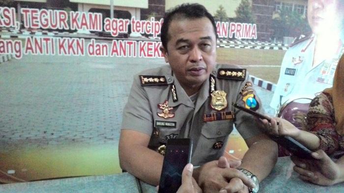 Kabidhumas Polda Jatim Kombes Pol Frans Barung Mangera. (FOTO: NUSANTARANEWS.CO/Setya)