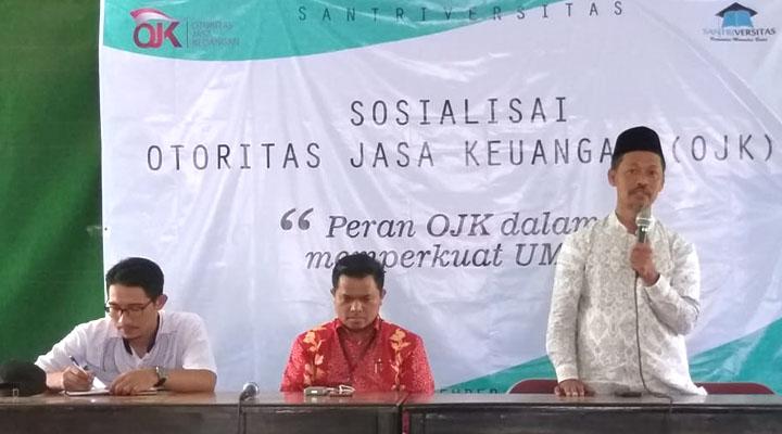 Anggota OJK Bidang Edukasi dan Perlindungan Konsumen Provinsi Jawa Tengah, Hans Ori Lewi (tengah). (FOTO: NUSANTARANEWS.CO/Santriversitas)