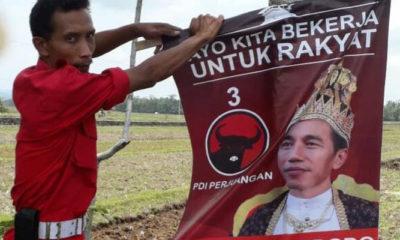 Pencopotan Poster Jokowi oleh PDIP (Foto Rinto Heksantoro/Detikcom)