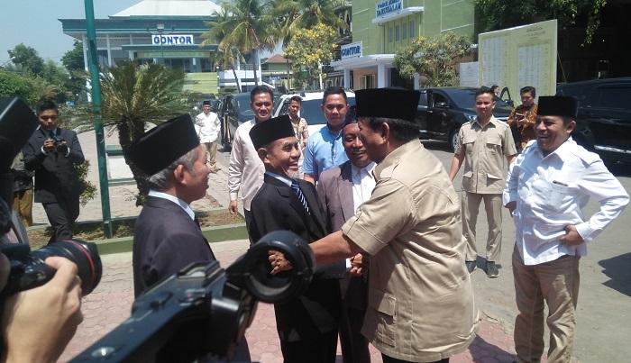 Usai Makan Sate, Prabowo Silaturahmi Ke Pondok Gontor