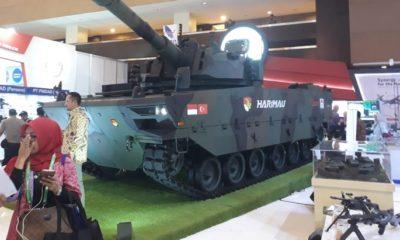"""Produk terbaru PT. Pindad Medium Tank Pindad Harimau dipamerkian dalam pameran industri pertahanan """"Indo Defence 2018 Expo & Forum"""" di JIExpo Kemayoran, Jakarta. (FOTO: Dok. Kemhan)"""