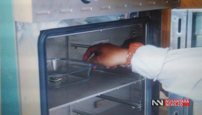 Proses Pengeringan Memory Black Box FDR JT610 Selama 4 Jam (Foto Dok. Nusantaranews)