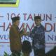 Wakil Presiden Jusuf Kalla Terima Anugerah Muhammadiyah Award dari Ketua Umum PP Muhammadiyah Haedar Nashir. (FOTO: Istimewa)