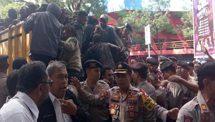 malang, warga malang, kota malang, west papua, mahasiswa papua, aksi amp, nusantaranews, polresta malang