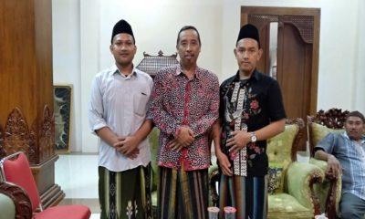 Bupati Kabupaten Rembang bersama pengurus Pusat Santriversitas, Kamis (27/12/2018). (Foto: Ucok/NUSANTARANEWS.CO)