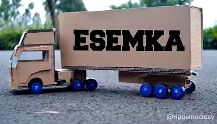 Efek keputusan KPU tetapkan Kotak Suara Kardus, Truk Container pun dari kardus. (FOTO: Istimewa)