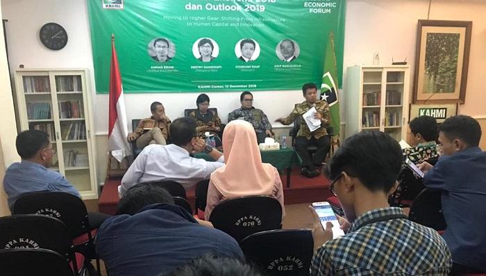 Ekonom Unhas, Muhammad Syarkawi Rauf dalam diskusi bertajuk KAHMI Economic Forum mengenai Evaluasi Ekonomi 2018 dan Outlook 2019. (FOTO: NUSANTARANEWS.CO/Romandhon)