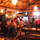 Gaya hidup sebagian mahasiswa yogyakarta di warung kopi - lokasi Lincak Cafe Yogyakarta. (FOTO: harizaladjipratama)
