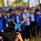 Ketua Umum Partai Demokrat SBY didampingi Hinca Pandjaitan memerikasa atribut Demokrat yang dirobek di Riau. (FOTO: Twitter Andi arief)