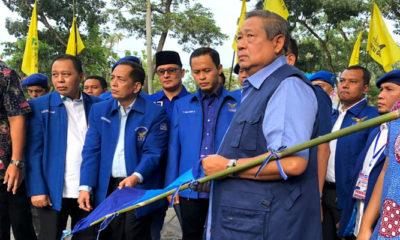 Ketua Umum Partai Demokrat Susilo Bambang Yudhoyono (SBY) di lokas atribut demokrat dirobek. (FOTO: NUSANTARANEWS.CO/twitter)