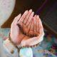 Khizib dan Ketenangan Hati. (Ilustrasi: perempuan berdoa/istimewa)