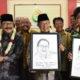 Menko Perekonomian Darmin Nasution (tengah) didampingi Gunernur Jawa Timur Soekarwo (kiri). (FOTO: Dok. Ekon)