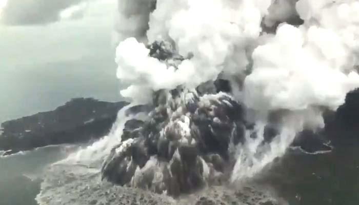 gunung anak krakatau, krakatau, gunung krakatau, status krakatau, zona bahaya, bnpb, sutopo purwo nugroho, selat sunda, nusantaranews, pvmbg, vulkanik krakatau, letusan strombolian