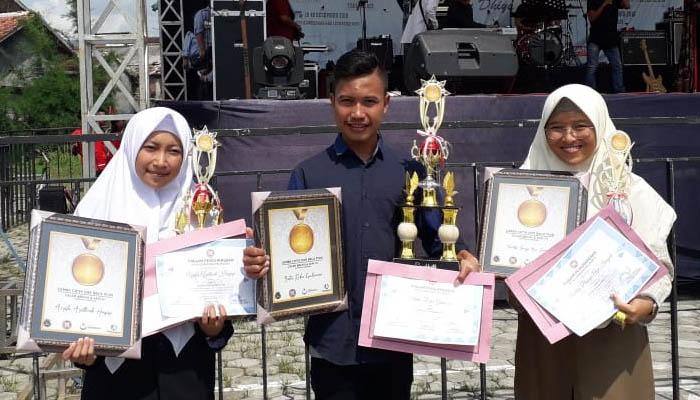 Para Juara Lomba Cipta dan Baca Puisi. (FOTO: Dok. BCCF)